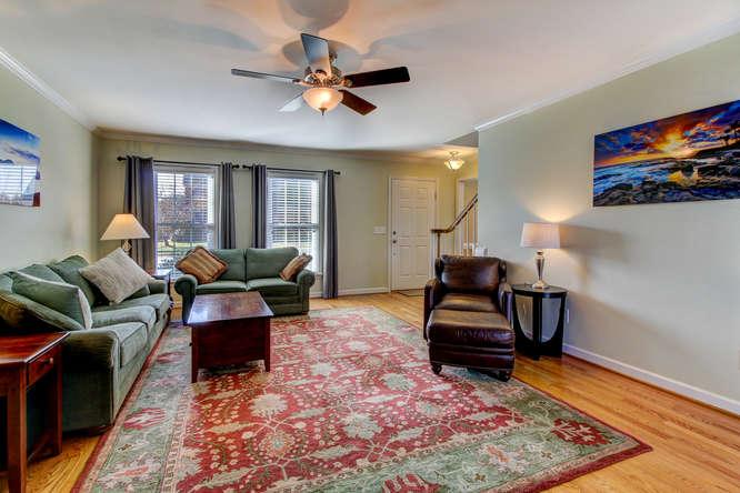 404-cobblestone-ct-burlington-small-004-2-living-room-666×444-72dpi