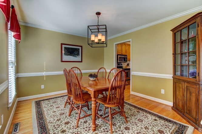 404-cobblestone-ct-burlington-small-011-9-dining-room-666×444-72dpi