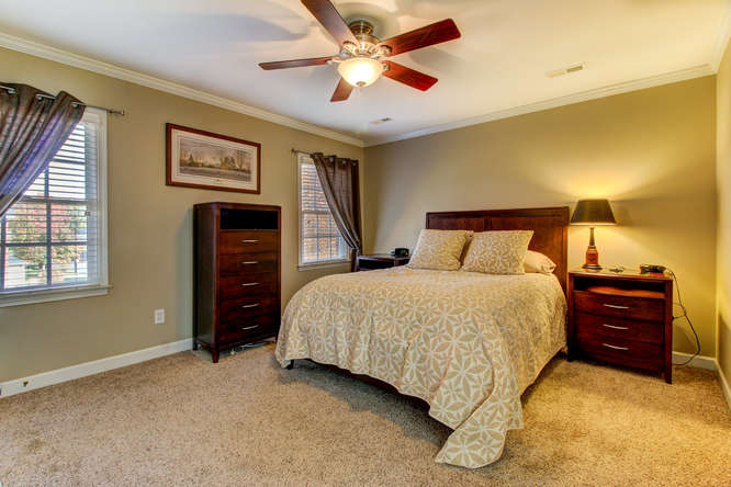404-cobblestone-ct-burlington-small-013-13-master-bedroom-666×444-72dpi