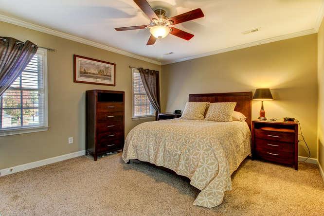 404-cobblestone-ct-burlington-small-013-13-master-bedroom-666×444-72dpi