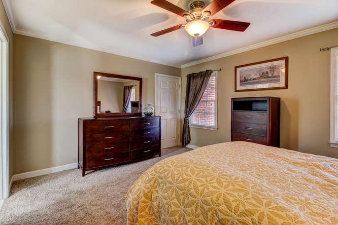 404-cobblestone-ct-burlington-small-014-19-master-bedroom-666×444-72dpi
