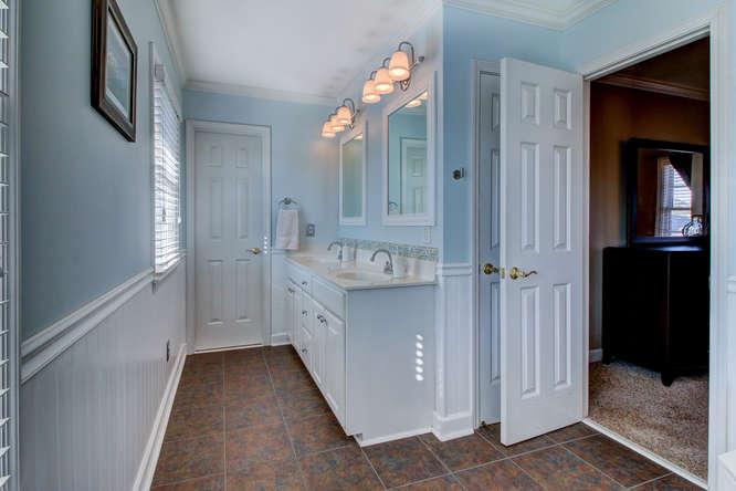 404-cobblestone-ct-burlington-small-016-18-master-bathroom-666×444-72dpi