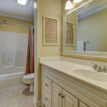404-cobblestone-ct-burlington-small-018-7-bathroom-666×445-72dpi