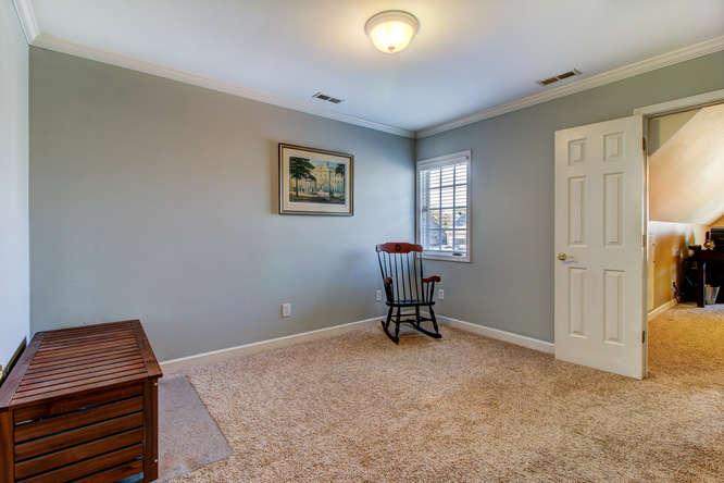 404-cobblestone-ct-burlington-small-019-21-bedroom-3-666×444-72dpi