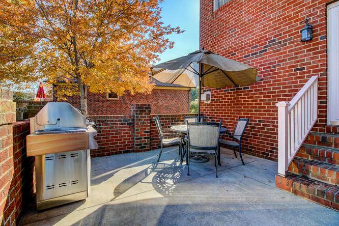 404-cobblestone-ct-burlington-small-022-17-patio-666×444-72dpi
